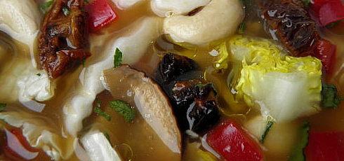 Raw šalátová polievka spaprikou