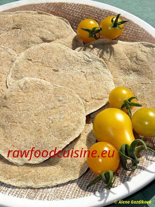 Raw pohankový chlieb s cibuľou