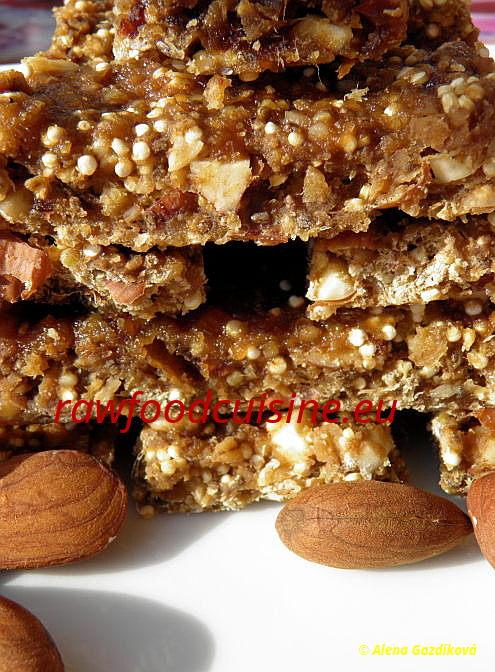Raw vegan sladké sušienky amüsli tyčinky