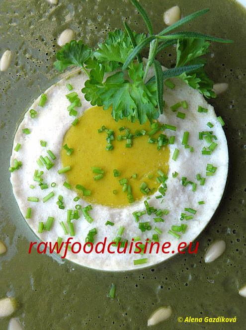 Raw vegan volské oko / Roh vegan Spiegelei / Raw Vegan Fried Egg