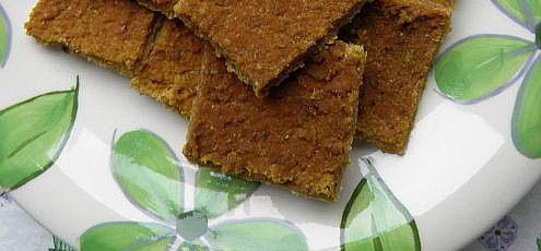Raw cícerový chlieb stekvicou hokkaido