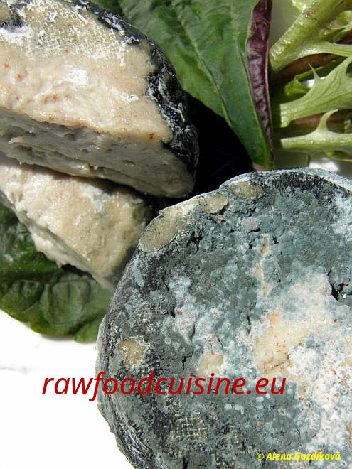 Raw vegan roquefort z kešu