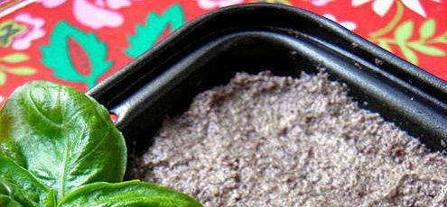 Raw vegan makový syr s olivami