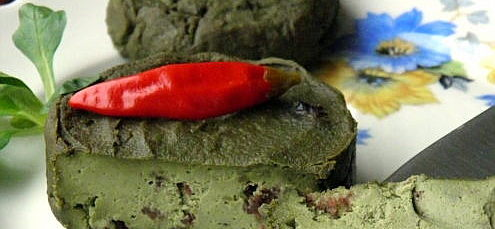 Raw vegan smotanový syr ztekvicových semienok s brusnicami