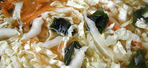 Raw vegan miso polievka sčínskou kapustou