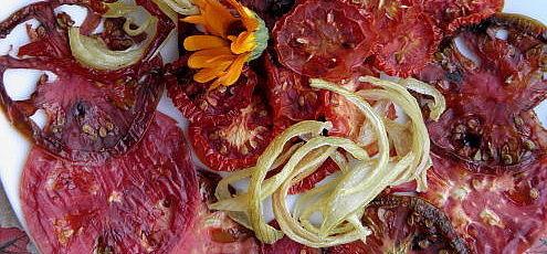 Raw vegan pikantné paradajkové chipsy
