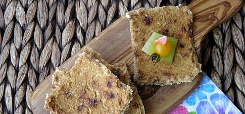 Raw vegan kukuričný chlieb so sušenými paradajkami