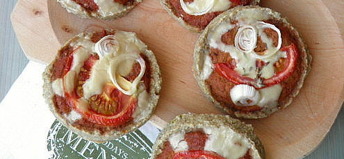 Raw vegan mini pizza so zeleninou