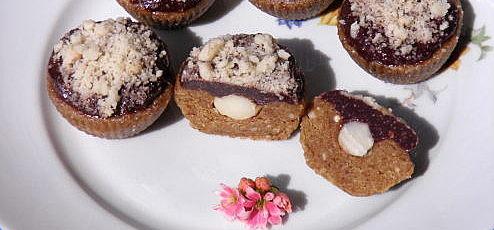 Raw vegan orechové muffiny smandľovým nugátom