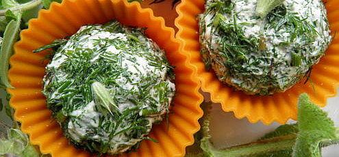 Raw vegan bylinkový mandľový syr
